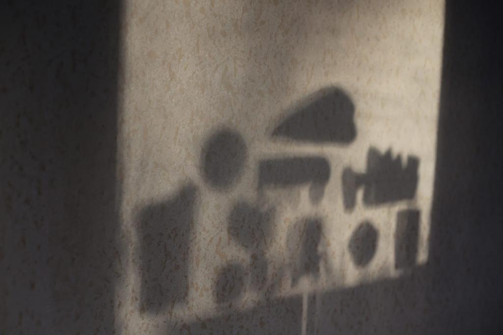 画像に alt 属性が指定されていません。ファイル名: ある日の窓の外から入る太陽の光-1024x683.jpg